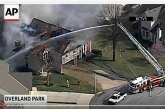بالفيديو.. حريق موقع بناء يمتد إلى المنازل في كانساس - المواطن