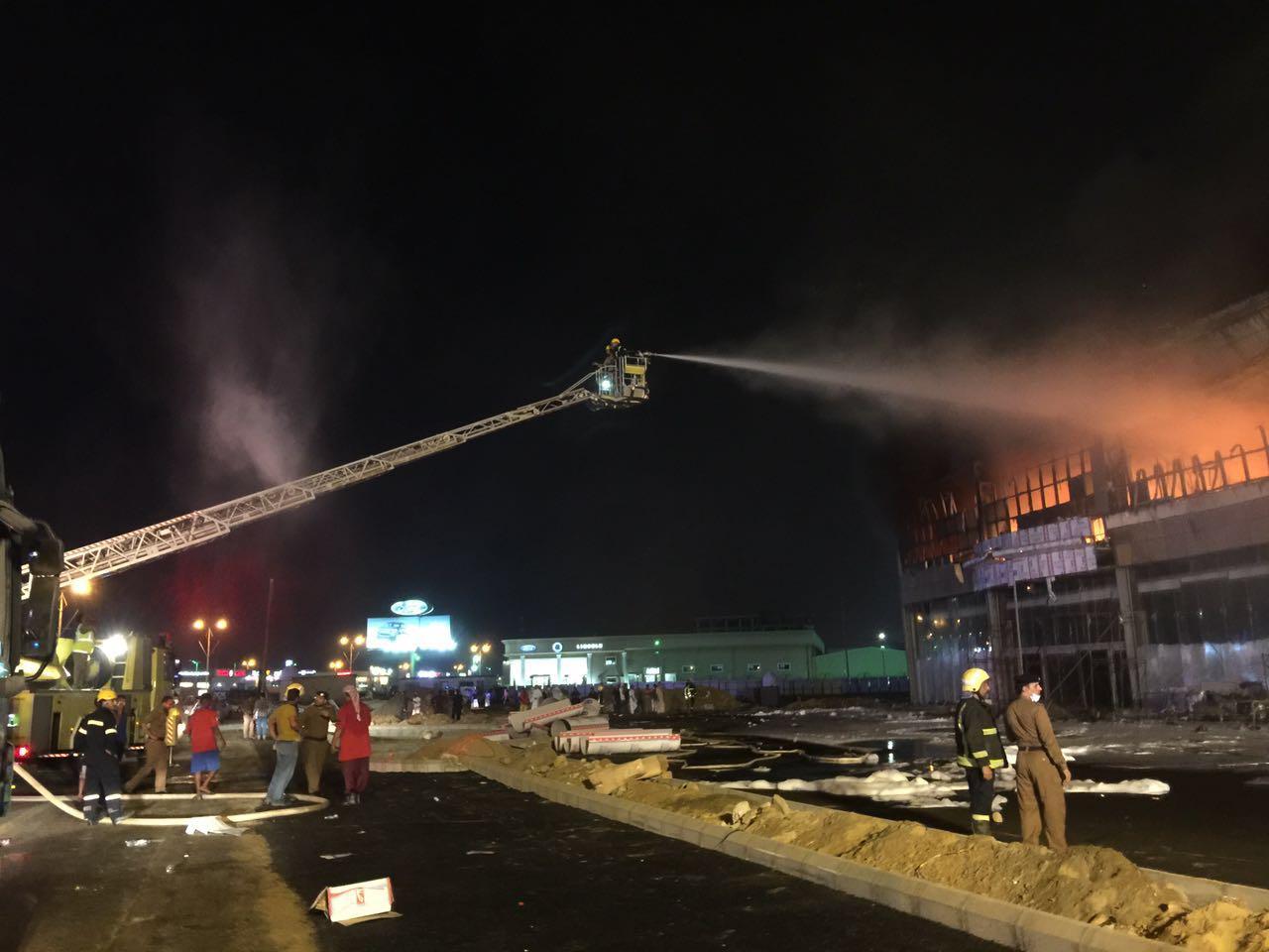 حريق مجمع تجاري بجازان (2)