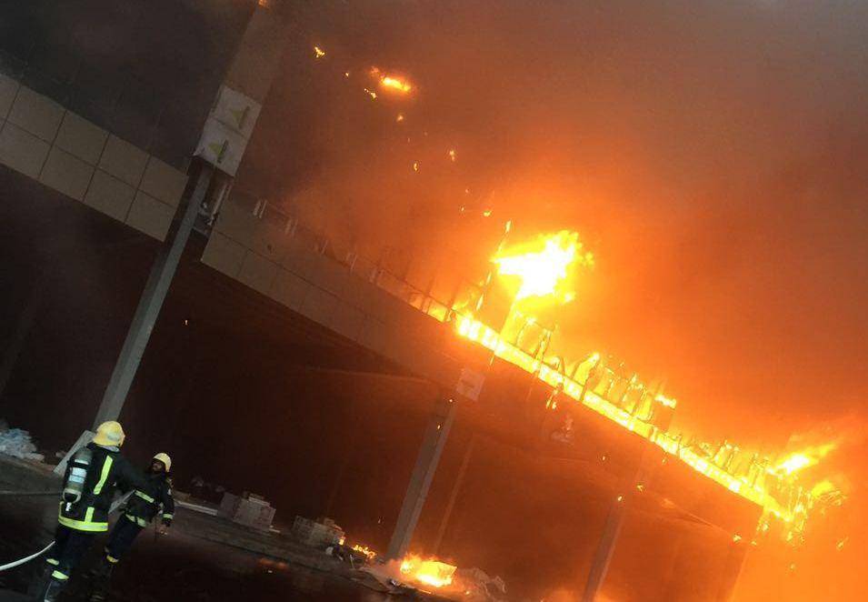 حريق مجمع تجاري بجازان (5)