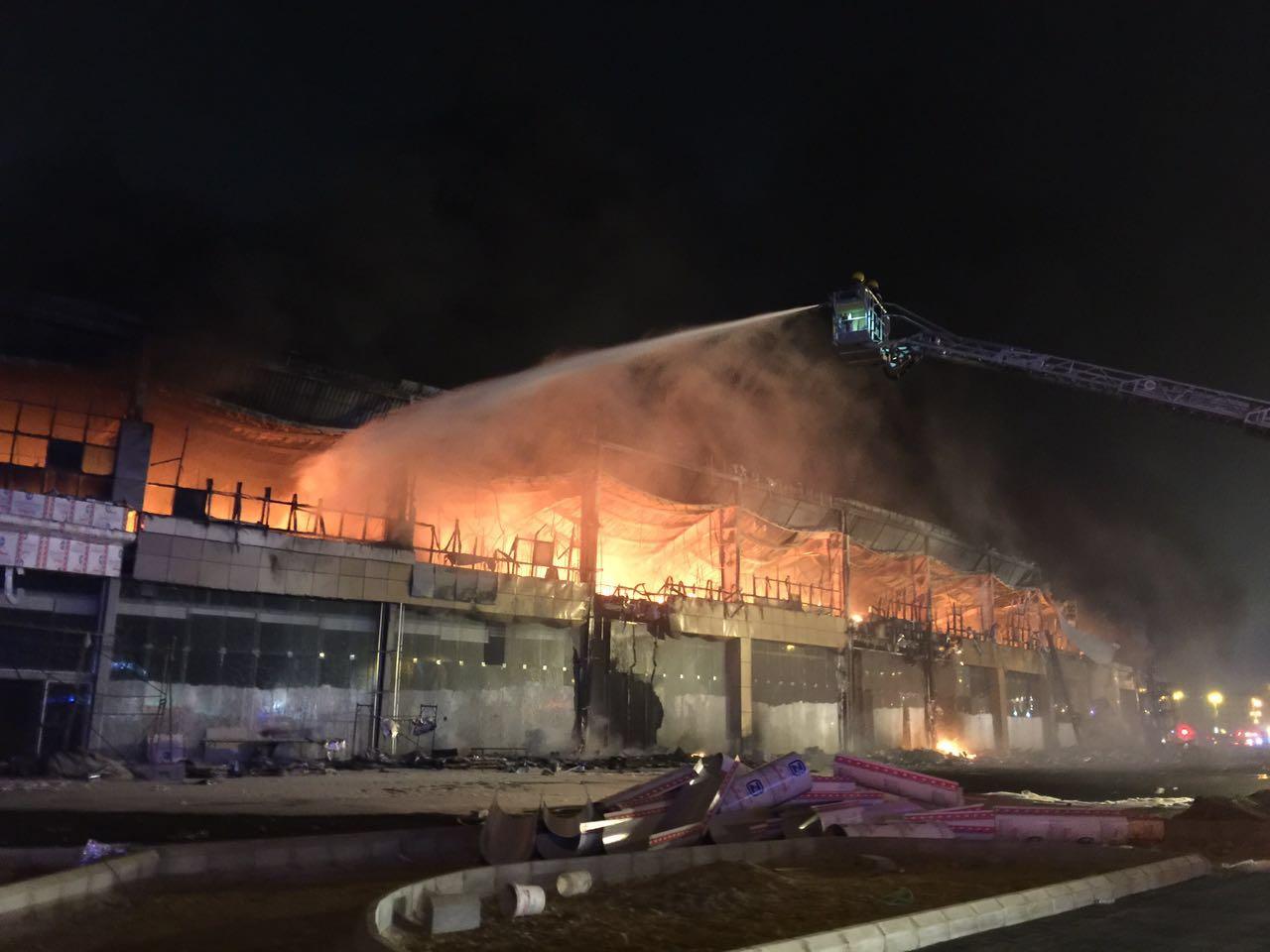 حريق مجمع تجاري بجازان (6)
