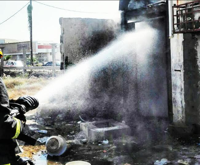 حريق محلات تجارية في ابوعريش2