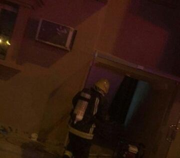 حريق مروع يحتجز 3 أشخاص بالخبر (1)