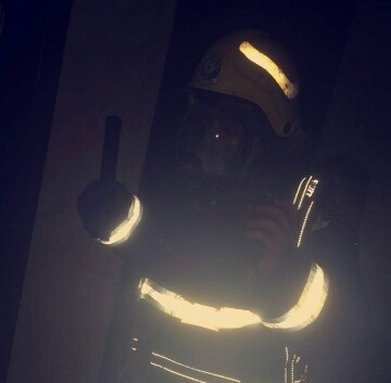 حريق مروع يحتجز 3 أشخاص بالخبر (3)