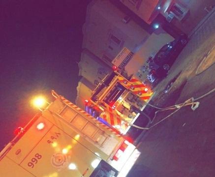 حريق مروع يحتجز 3 أشخاص بالخبر (4)