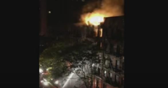 حريق مروع يلتهم مبنى في ولاية مانهاتن