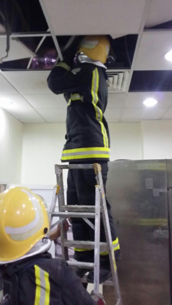 المدني يباشر حادث انبعاث دخان بمستشفى ضمد