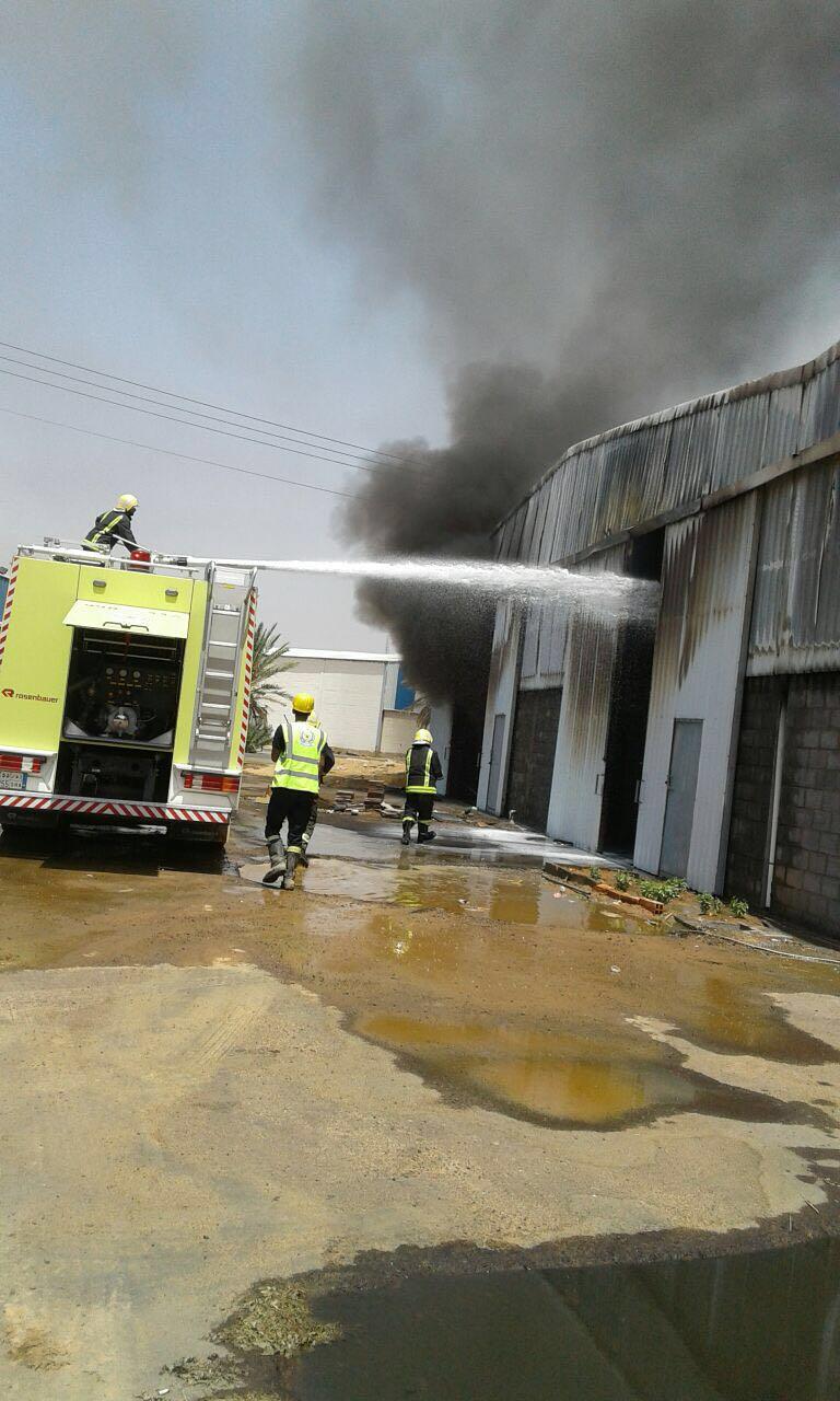 حريق مستودع تبوك (3)