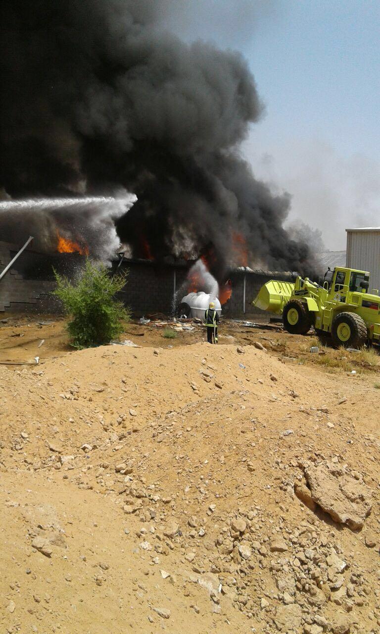 حريق مستودع تبوك (4)