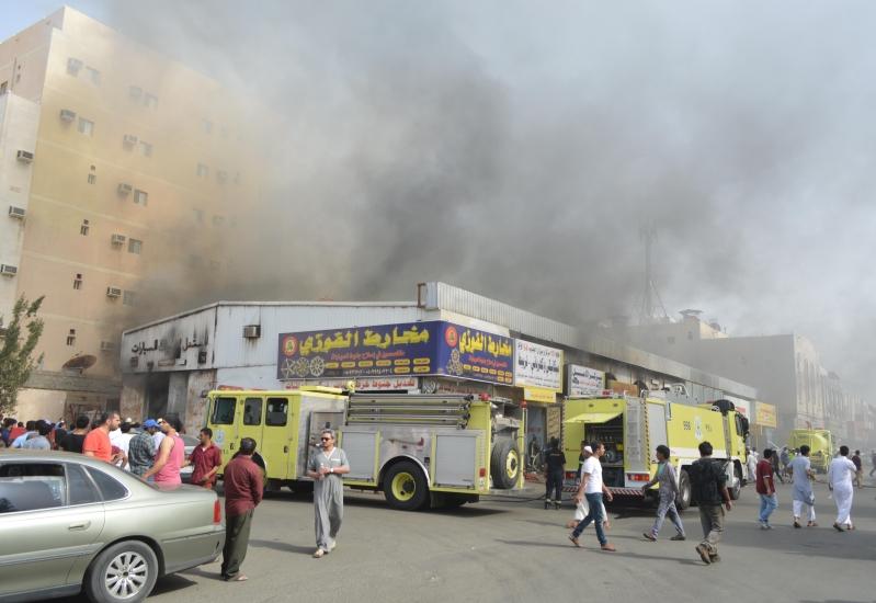 حريق مستودع لقطع غيار السيارات بالمنطقة الصناعية بجدة (5)