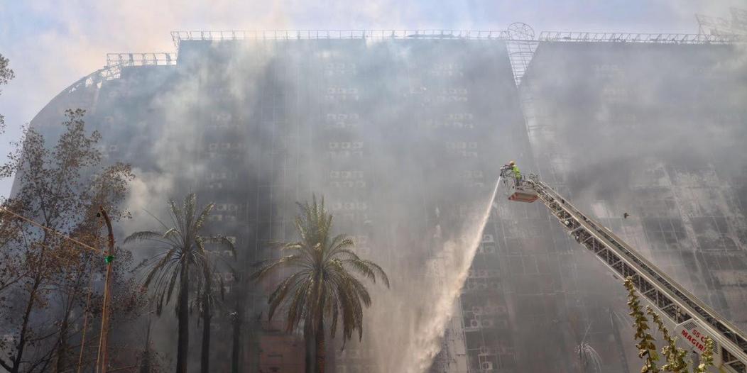 بالفيديو.. لحظة اشتعال النيران في فندق حي العزيزية بمكة اليوم