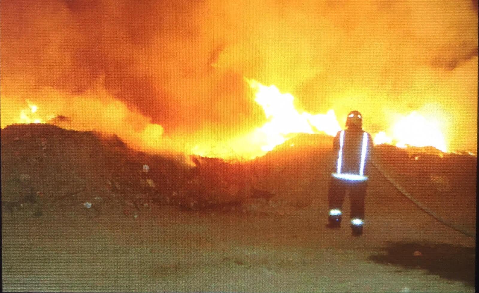 حريق-نفايات-بجدة (2)