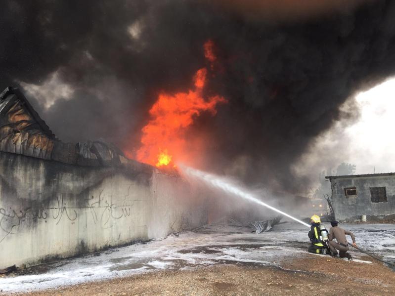 حريق هائل  بمستودع قطع غيار بينبع2 - Copy