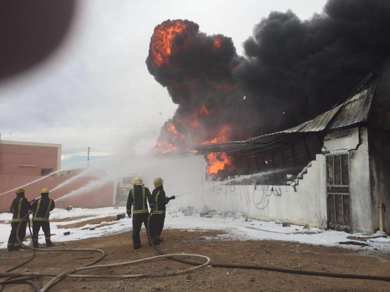 حريق هائل  بمستودع قطع غيار بينبع3