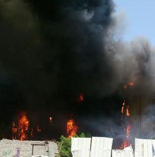 حريق هائل في برج فندقي بحي العزيزية بمكة (1)