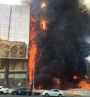 حريق هائل في برج فندقي بحي العزيزية بمكة (3)
