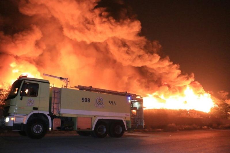حريق هائل في مستودعات بحي جعرانة
