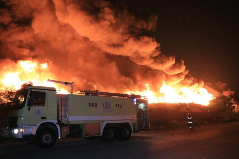 حريق هائل في مستودعات بحي جعرانة 1