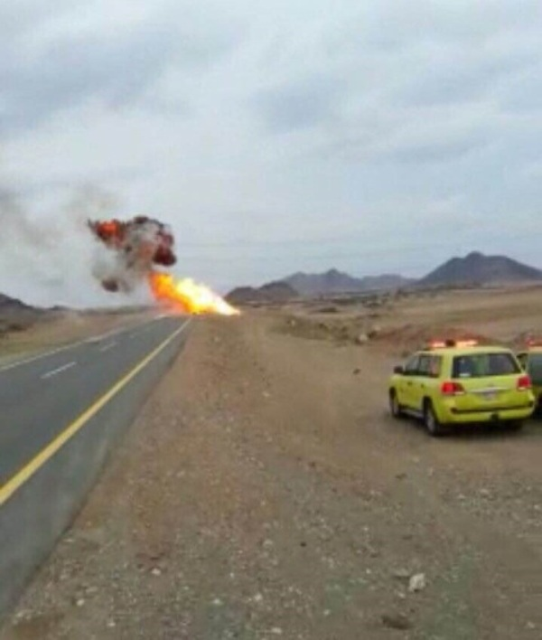 حريق وانفجارات متتالية بناقلة حاويات و #مدني_محائل يتدخل (1)