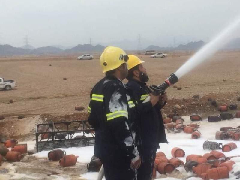 حريق وانفجارات متتالية بناقلة حاويات و #مدني_محائل يتدخل (5)