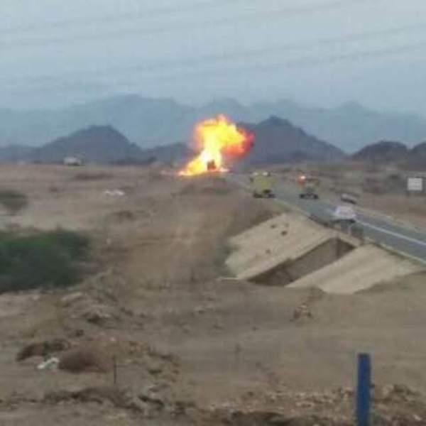حريق وانفجارات متتالية بناقلة حاويات و #مدني_محائل يتدخل (6)