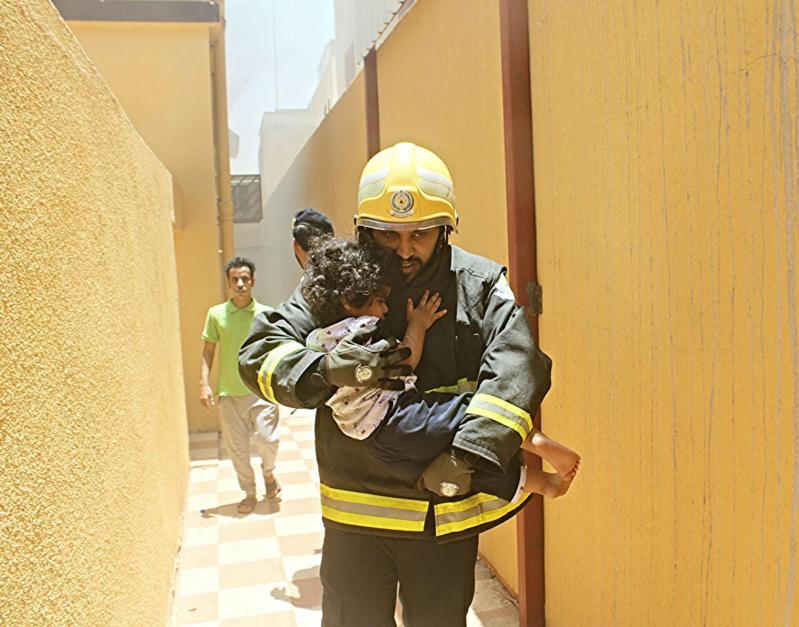 حريق يخلي منزل بحي المنتزه الغربي بحائل   (307032133) 