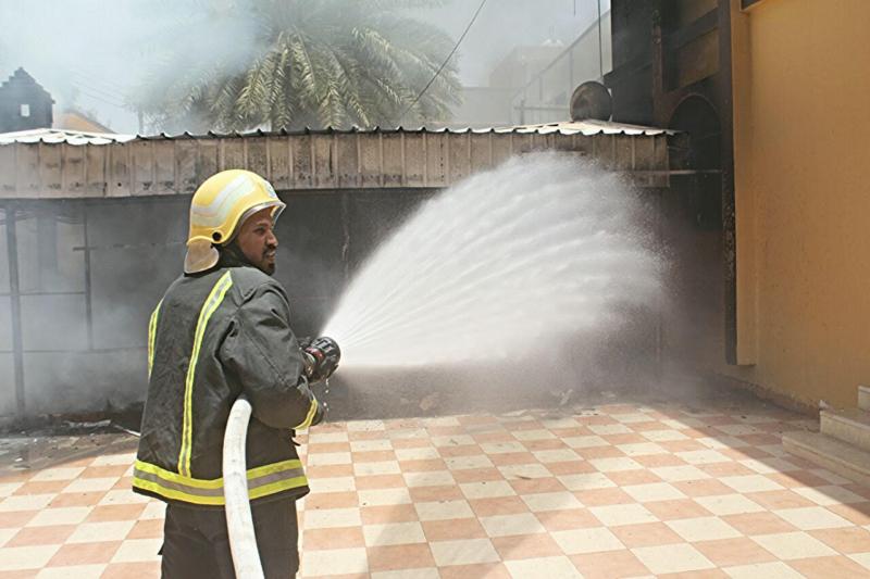حريق يخلي منزل بحي المنتزه الغربي بحائل   (307032134) 