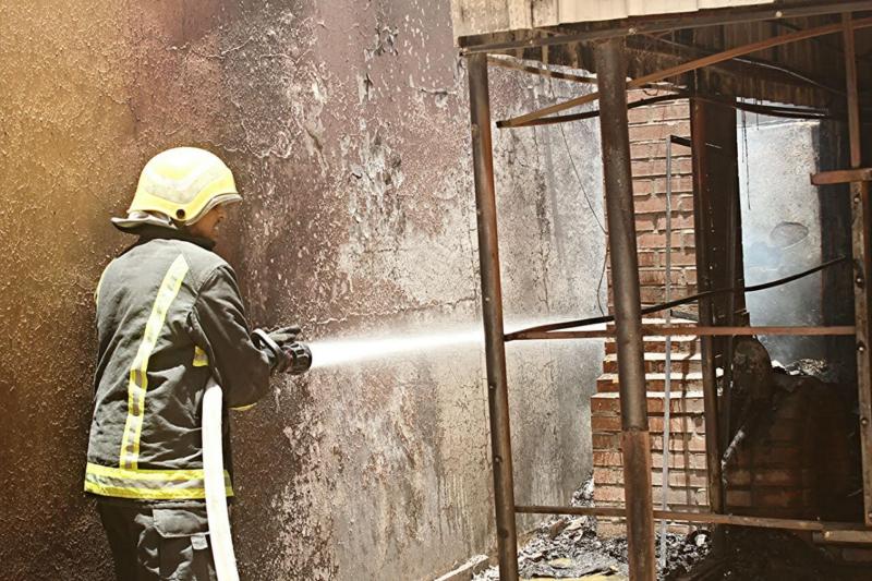 حريق يخلي منزل بحي المنتزه الغربي بحائل   (307032135) 