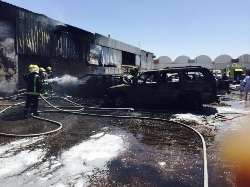 حريق يلتهم 8 سيارات   (1)