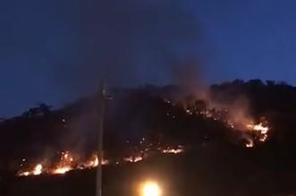 مستمر منذ ساعات.. حريق هائل يتلهم منتزه الخلب - المواطن