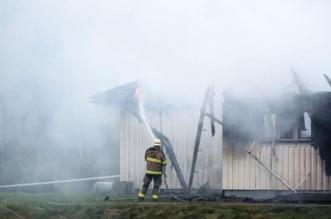 """دخان """"سام"""" يتصاعد بعد اشتعال أكبر مركز لجوء في السويد - المواطن"""