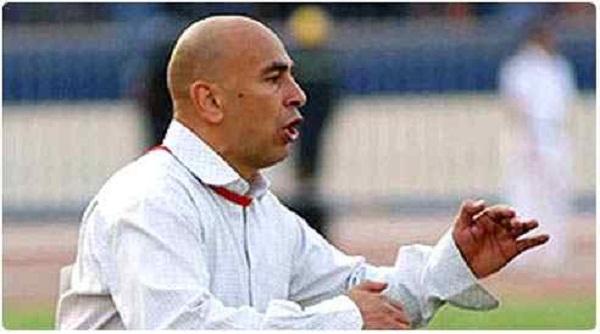 نقل حسام حسن إلى العناية المركزة بعد مبارة المصري وبافالوز