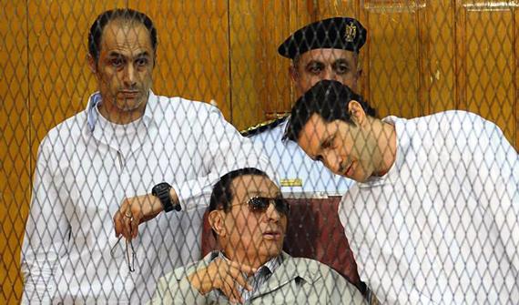 حسني مبارك ونجليه علاء وجمال