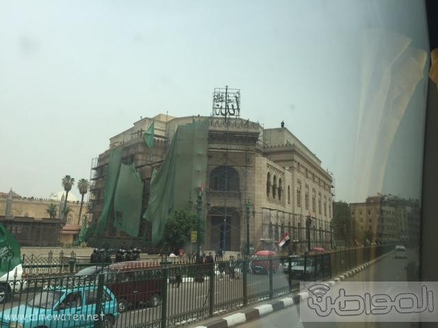 حشود واعلام وتدابير امنية احتفاء بالملك بجامع الازهر (10)