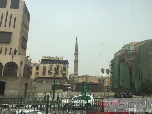 حشود واعلام وتدابير امنية احتفاء بالملك بجامع الازهر (11)