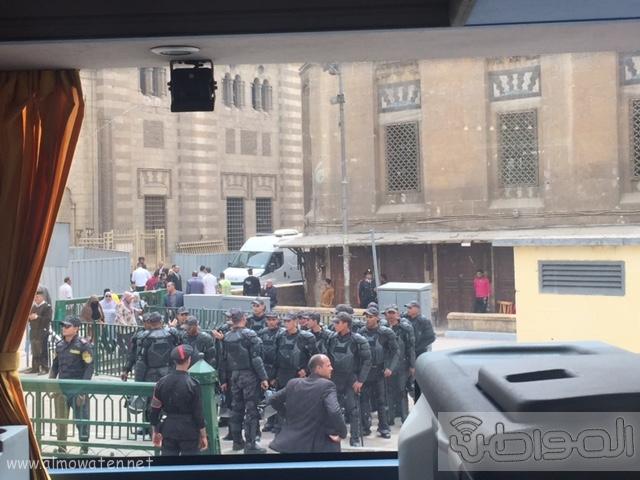 حشود واعلام وتدابير امنية احتفاء بالملك بجامع الازهر (12)