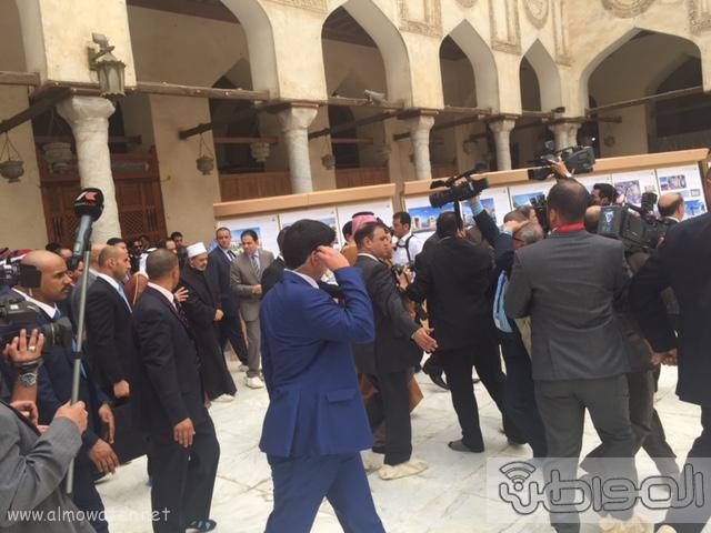 حشود واعلام وتدابير امنية احتفاء بالملك بجامع الازهر (13)