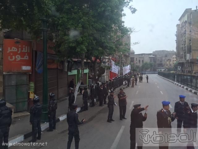 حشود واعلام وتدابير امنية احتفاء بالملك بجامع الازهر (15)