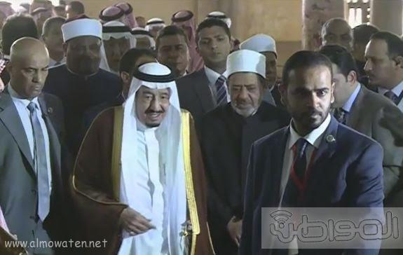 حشود واعلام وتدابير امنية احتفاء بالملك بجامع الازهر (8)