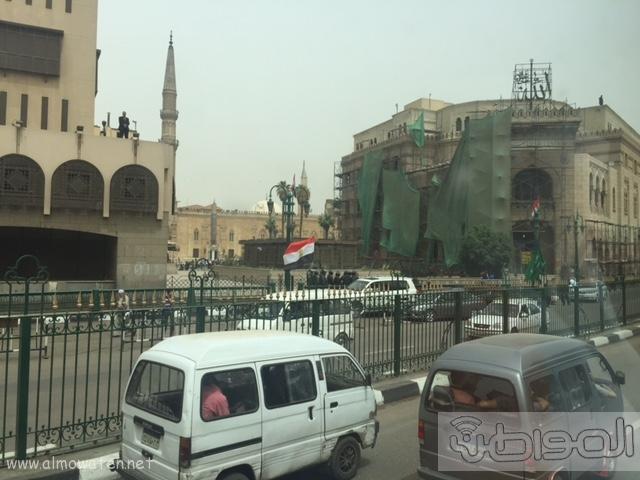 حشود واعلام وتدابير امنية احتفاء بالملك بجامع الازهر (9)