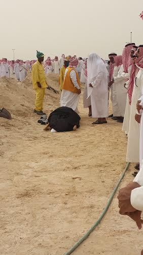 حضور حاشد في تشيع جنازة بطل الراليات السابق (368287774) 