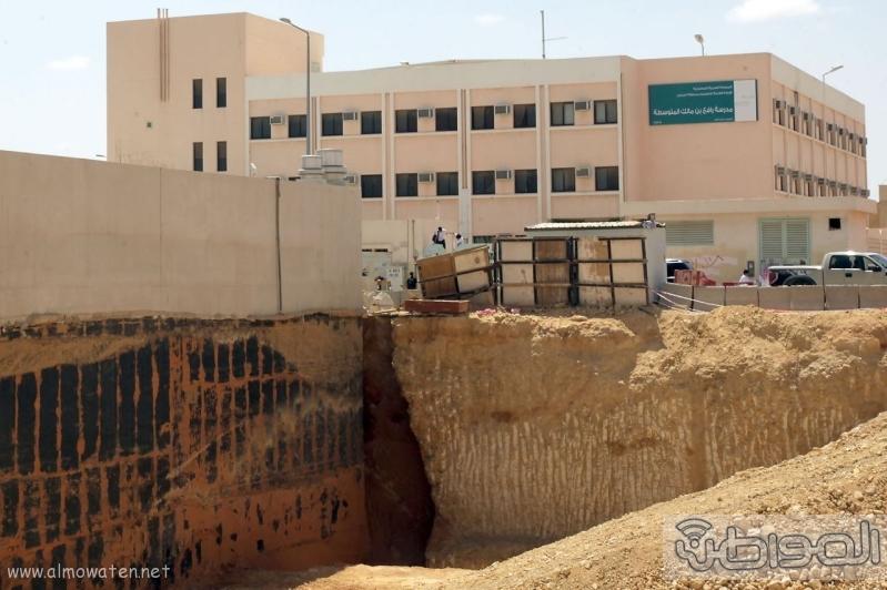 حفرة عملاقة تهدد المواطنين شمال الرياض (2)