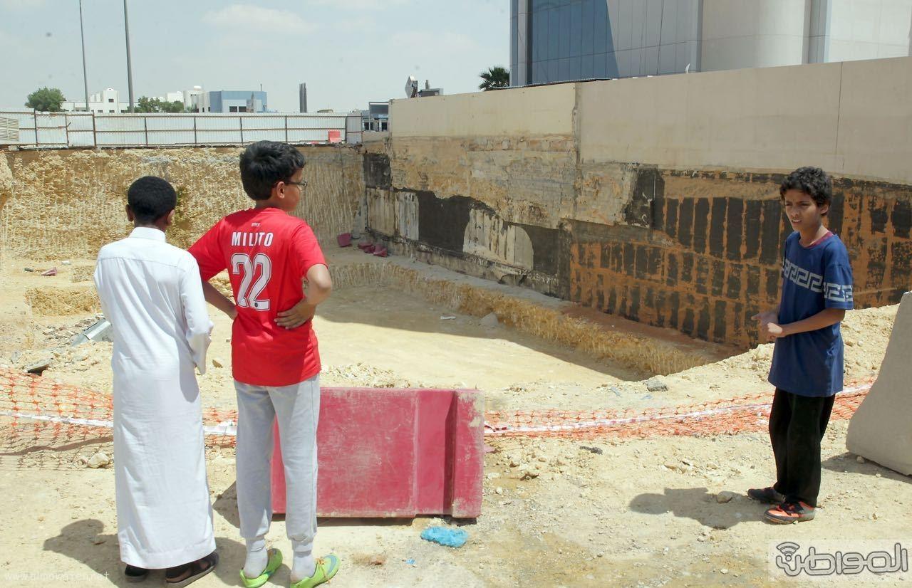 حفرة عملاقة تهدد المواطنين شمال الرياض (3)