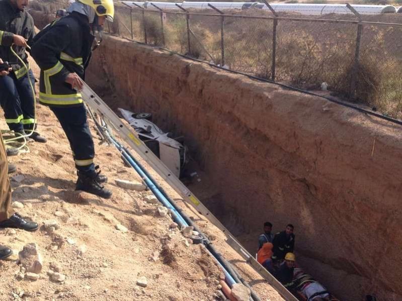إصابة قائد مركبة بإصابات بليغة إثر سقوطه في حفرة عميقة بالطائف