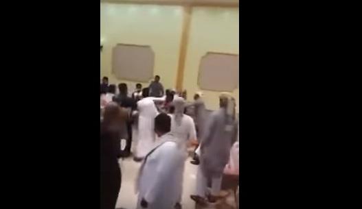 حفل زفاف يتحول لمصارعة