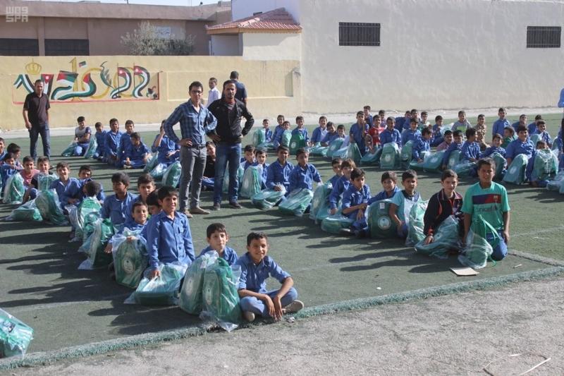 حقائب مدرسية الأشقاء السوريين (1)