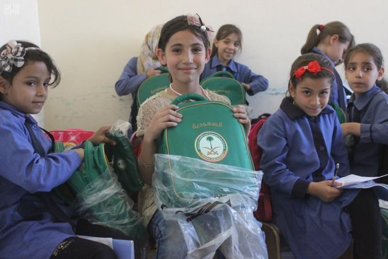 حقائب مدرسية الأشقاء السوريين (4)