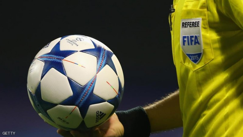 ZAGREB, CROATIA - SEPTEMBER 16:  The referee walks in with the official matchball for the UEFA Champions League Group F match between Dinamo Zagreb and Arsenal London at Maksimir Stadium on September 16, 2015 in Zagreb, Croatia.  (Photo by Alexander Hassenstein/Getty Images)