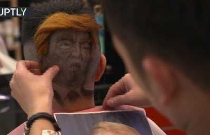 شاهد.. الحلاق المبدع يرسم بوتين وترامب على رؤوس زبائنه!