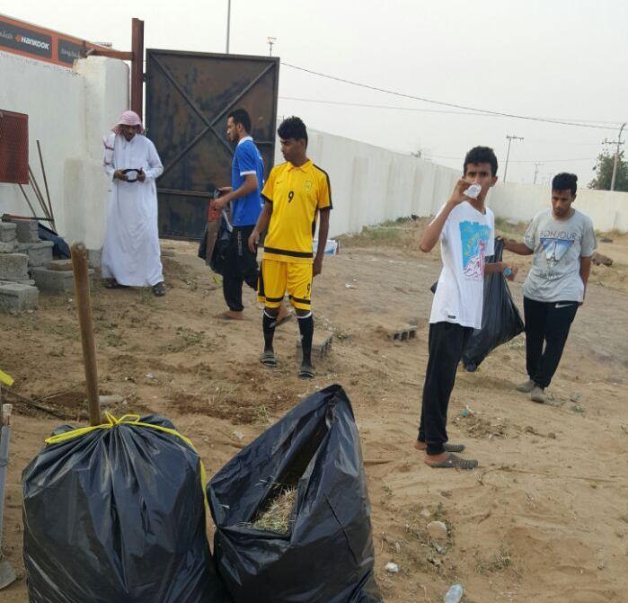 حملة تطوعية لنظافة مقابر الظبية وصيانتها (1)