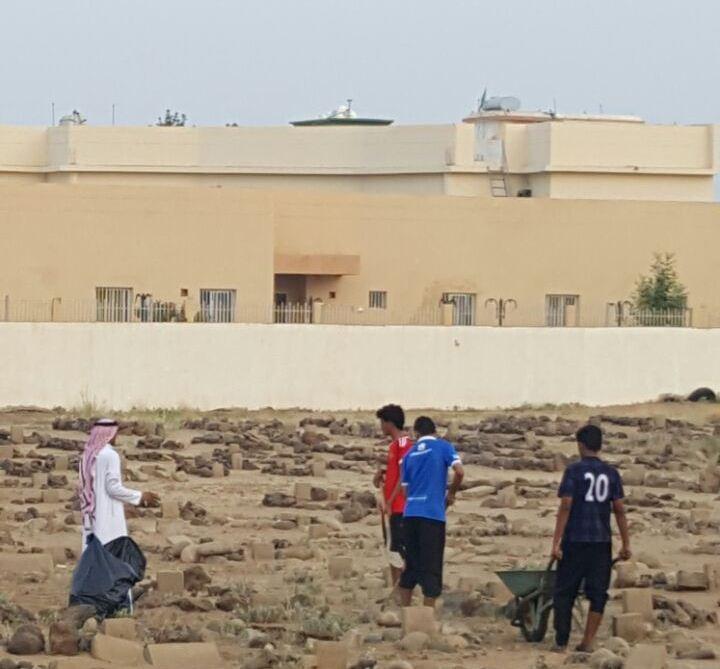 حملة تطوعية لنظافة مقابر الظبية وصيانتها (4)